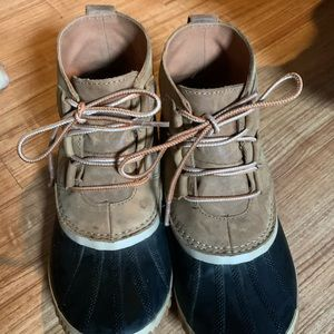 COPY - Sorel size 9 run small